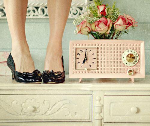 pink vintage radio clock