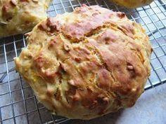 Jeg har en kollega, som af og til har taget nogle kæmpe store, luftige gulerodsboller med på job fra en bager i Bjerringbro. Tanken o...