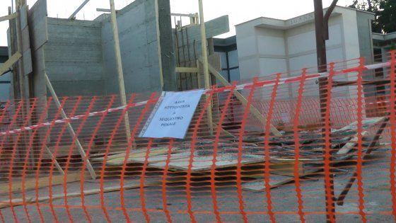 Lavoro Napoli - Incidente sul lavoro operaio morto nel cimitero di Teverola  E' stato schiacciato sotto il peso di una parete di cemento  #Curriculum #campanialavoro #lavorosud #lavoronapoli #offertedilavoro #napoli #napolilavoro