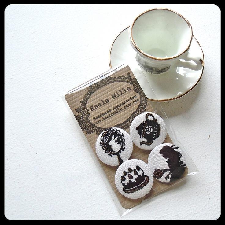 Alice in Wonderland Fabric Badge Set par KaelaMills sur Etsy, $5,00