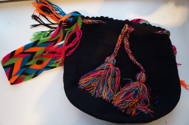Black Wayuu bag CAD$100. Beautiful handmade Wayuu bag from La Guajira, Colombia. Shipping to all #Canada #mochila #fashion #bag #bestgift #toronto #montreal