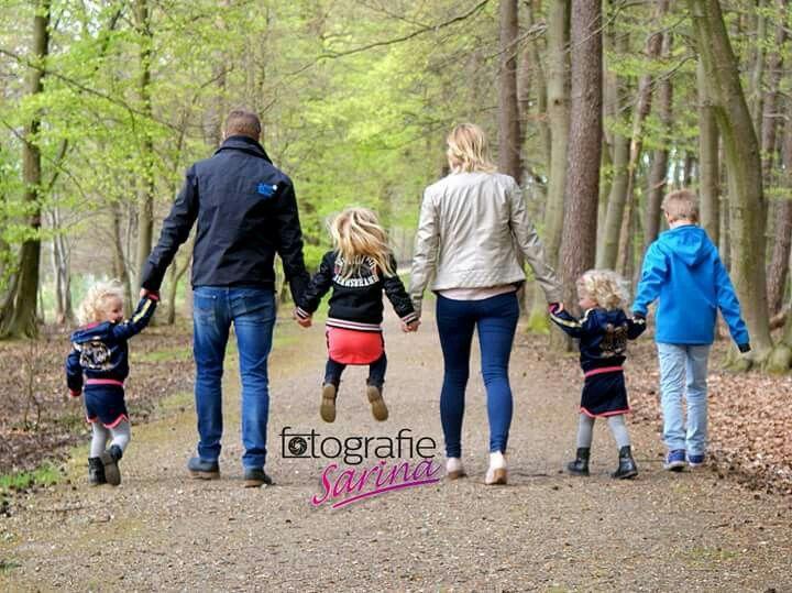 Family photoshoot idea. Familie. Family. Photo. Family 4 kids. Ideas, Foto ideeen. Creative. Big family.
