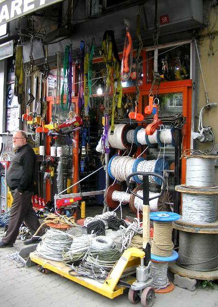 Reise Istanbul - Service wird in Istanbul groß geschrieben. Schreibe darüber in deinem Reisetagebuch.  Travel Istanbul - service is very important in Istanbul. Write about it in your travel diary.