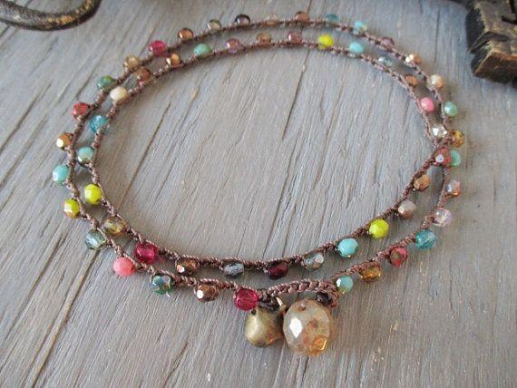 Crochet coloré wrap bracelet Collier Bracelet de cheville - The Jingle Bell Wrap - multi couleur vacances festif fun pays boho chic par slashKnots