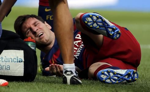 Barcelona have confirmed that star forward Lionel Messi will be out for up to eight weeks after picking up a serious knee injury in the match against Las Palmas on Saturday.  http://www.ibtimes.com.au/barcelona-star-lionel-messi-out-two-months-knee-injury-1470440