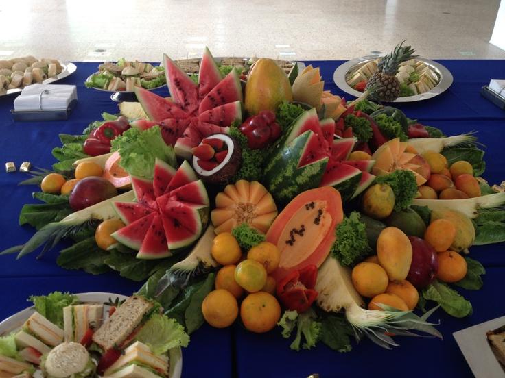 Centro de mesa de fruta flowers flores pinterest mesas for Centros de frutas