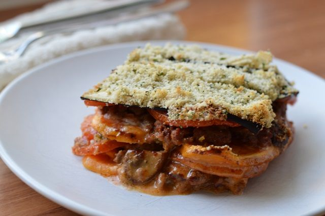 Deze romige paleo lasagne met kruidenkorst is net zo lekker als échte lasagne! Maar dan glutenvrij, zuivelvrij en helemaal natuurlijk.