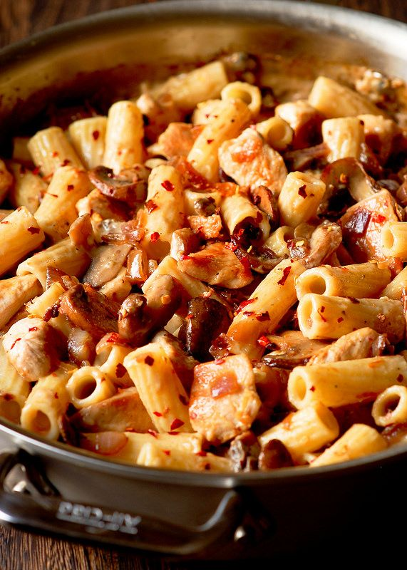 This Cheesecake Factory Pasta Da Vinci Copycat dish is a surprisingly easy recipe, packed with flavor from Madeira wine, sautéed mushrooms and garlic.