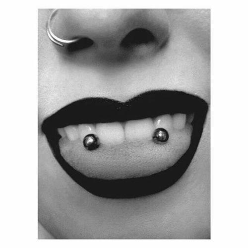 Image de piercing, lips, and black
