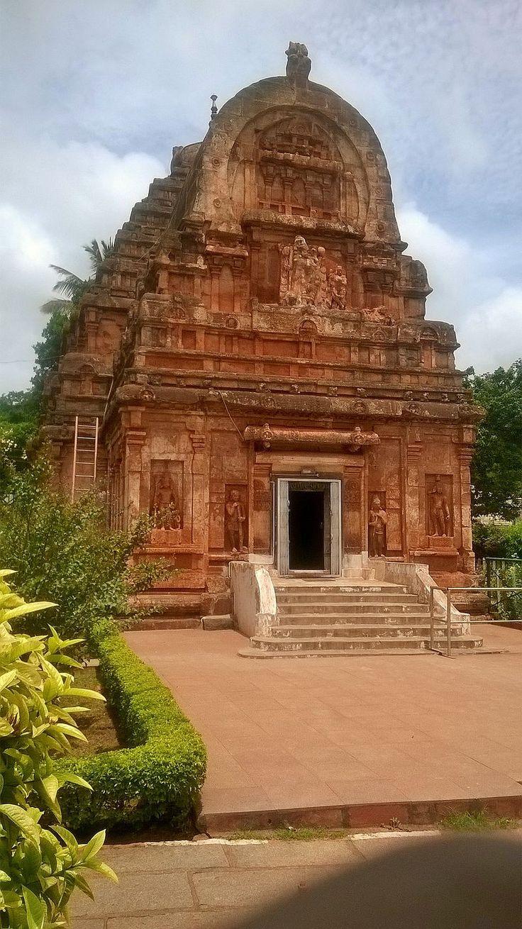 Parvati temple at Krauncha Giri near Sandur, Ballary district - Badami Chalukya architecture - Wikipedia