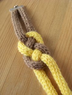 Le bracelet en noeud de pêcheur