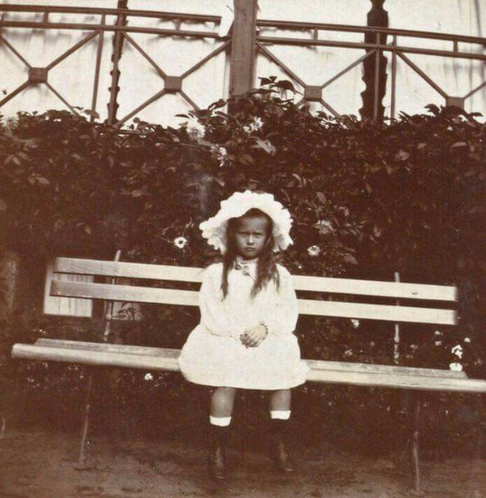 "Grand Duchess Anastasia Nikolaevna Romanova of Russia in 1906. ""AL"""