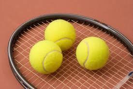 In mijn vrije tijd speel ik graag een potje tennis.