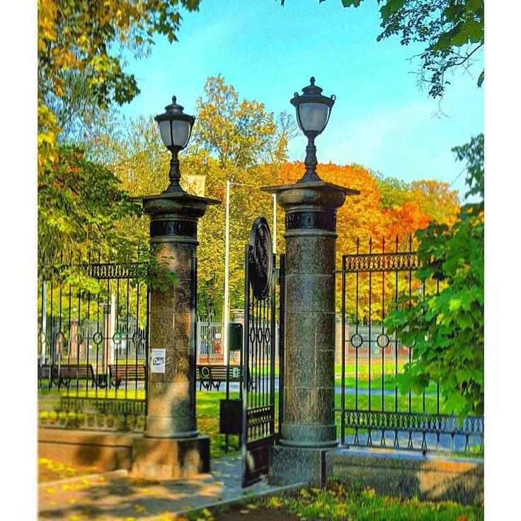 #ворота #паркимосквы #останкино #останкинскийпарк #осень #осень2015 #gates #moscow #moscowpark #autumn #autumncolors #краскиосени