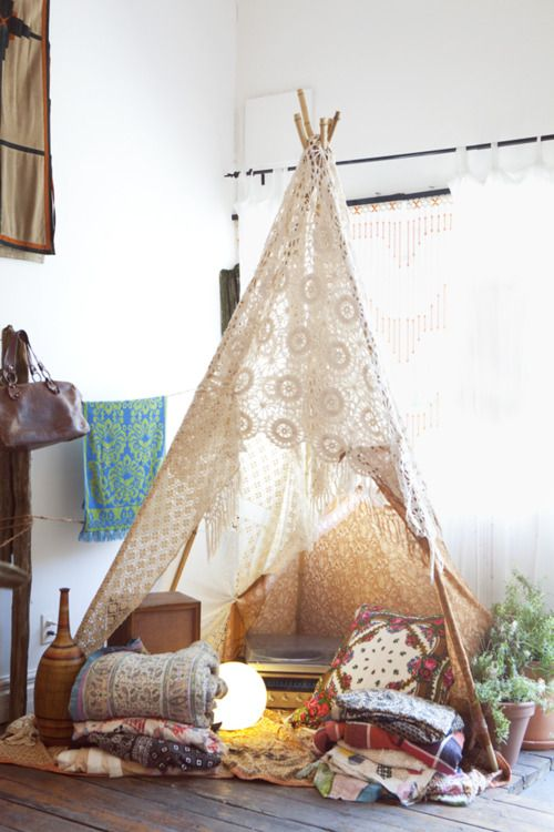 Super romantic teepee idea... I have so many of Grandma's old doilies and I'm dying to use them for something!