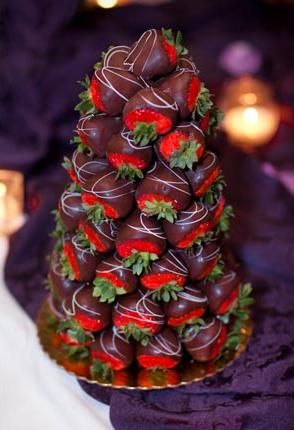 what if you're not a cake person and you really prefer fresh fruit?? have a chocolate covered strawberry tower! You can also cover these babies in white chocolate too. such a unique idea!