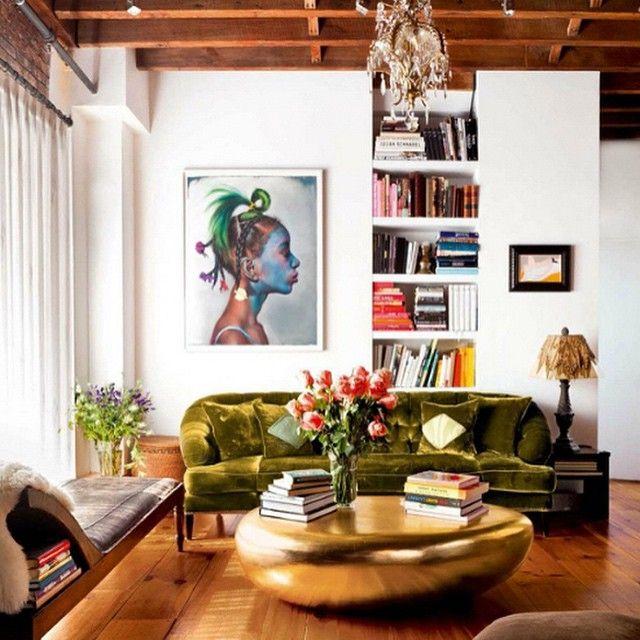 Mesa de centro dourada, apartamento de Padma Lakshmi em Nova York.  #architecture #arquitetura #arte #art #artlover #design #architecturelover #instagood #instadesign #instadecor #instadaily #projetocompartilhar #shareproject #davidguerra #arquiteturadavidguerra #arquiteturaedesign #instabest #instahome #decor #architect #criative #photo #decoracion #table #tabledesign #coffeetable #gold #padmalakshmi #ny #newyork