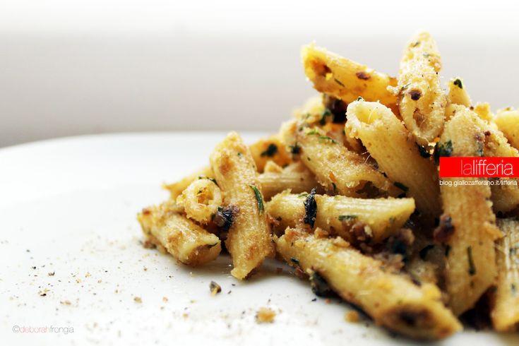 La pasta alla carrettiera è un primo piatto povero di origini siciliane: semplice da preparare, è intenso e ricco di sapore. Ecco come.