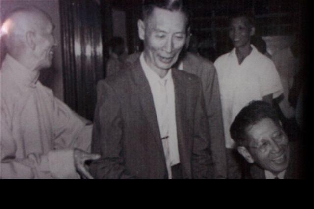 Wing Chun Grandmaster Ip Man, Yip Man and Weng Chun Grandmaster Chu Chung Man, behind them Grandmaster Wai Yan and Grandmaster Tang Yick