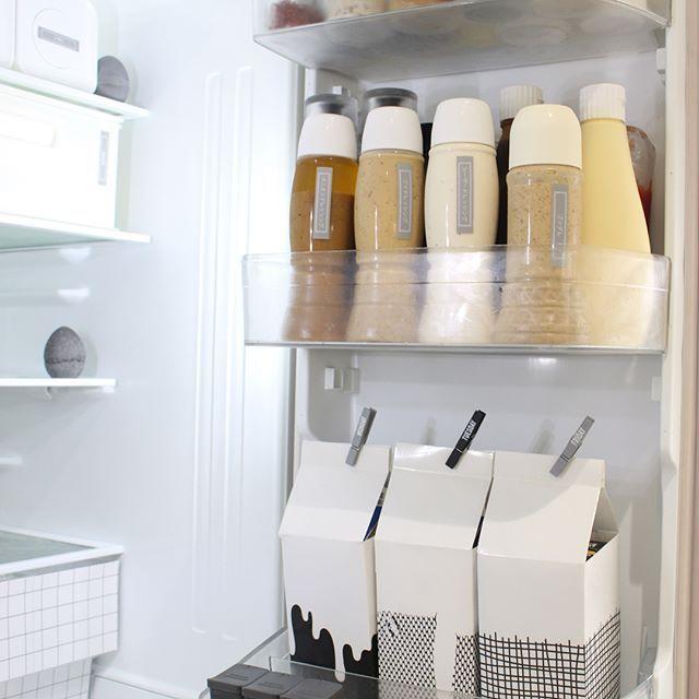 冷蔵庫のドアポケットをもっと使いやすく 参考になるアイデアをご紹介 収納 ドア 冷蔵庫 収納 ドア