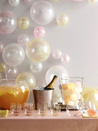 Separamos mais algumas ideias para quem vai celebrar a virada de ano em casa! Você precisar montar uma festinha com tudo que se tem direito: bolo, champanhe, balões e muito alto astral! - Veja mais em: http://www.vilamulher.com.br/artesanato/galeria-de-ideias/decoracao-para-receber-os-amigos-no-ano-novo-31185.html?pinterest-mat