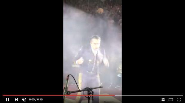 (Video) Alejandro Fernández casi se vomita en el escenario - http://www.esnoticiaveracruz.com/video-alejandro-fernandez-casi-se-vomita-en-el-escenario/