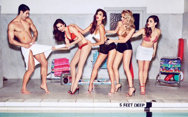 Meninas de Pretty Little Liars fazem ensaio sexy para revista masculina.