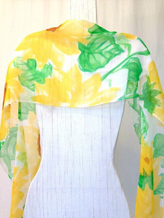 De seda pintado a mano bufanda de regalo de cumpleaños, bufanda de girasoles silvestres amarillo, amarillo pañuelo de seda, seda bufandas Takuyo, 11 x 60 pulgadas. Hecho a la medida.  Este pañuelo de seda pintadas es un elemento de orden. Su nueva bufanda se recrea y se enviarán dentro de 10 días hábiles desde la fecha de su compra.   Una brillante, ventosa y fresca pintado a mano bufanda de seda amarillo, perfecto para el verano!  Pañuelos de seda Takuyo diseño Original: Pañuelo de seda…