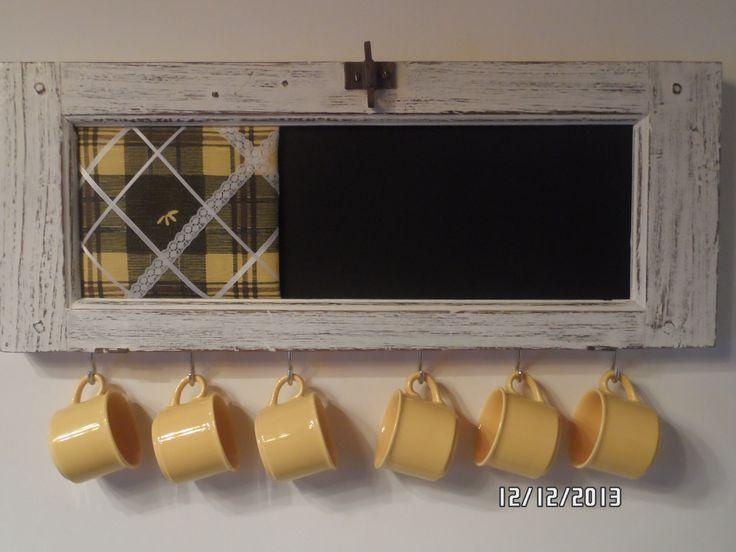 Pizarra cuelga tazas, realizado con banderola antigua