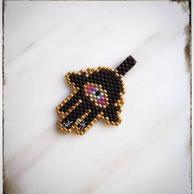 d40c23b5a2aa Dije Hamsa o mano de Fátima para el mal de ojo .  brickstitch  handmade   delica  miyuki  artsandcrafts  beading  bijoux  jewelry  bisuteria   accesorios ...