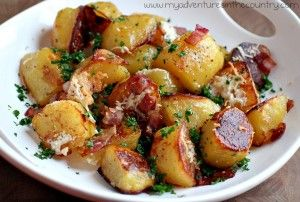Oven roasted potatoes with bacon: Side Dishes, Bacon Potatoes, Olives Oil, Ovenroast, Potatoes Recipe, Ovens Roasted Potatoes, Sidedish, Oven Roasted Potatoes, Yukon Gold Potatoes