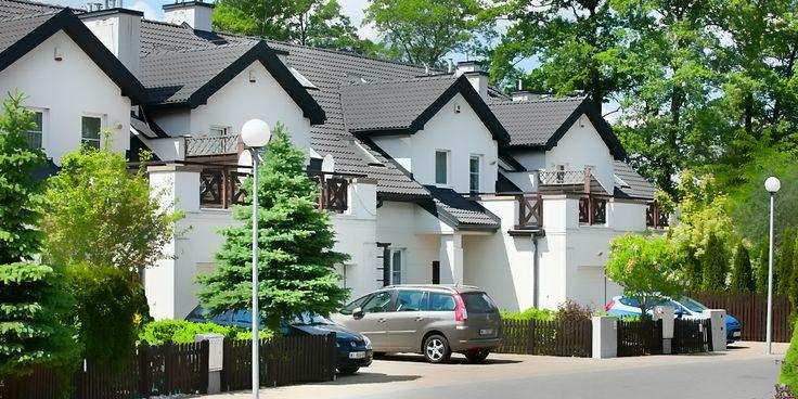 Domy w zabudowie szeregowej przy ul. Olszynowej w Warszawie