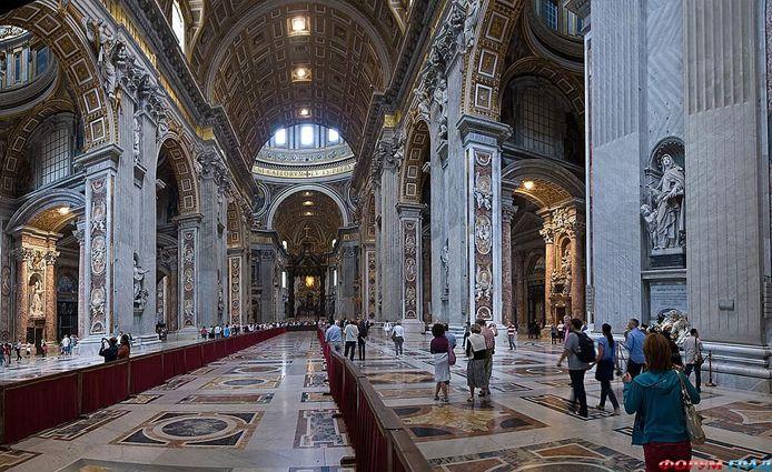 Собор Святого Петра, Ватикан. Вид внутри базилика Святого Петра  от главного входа: