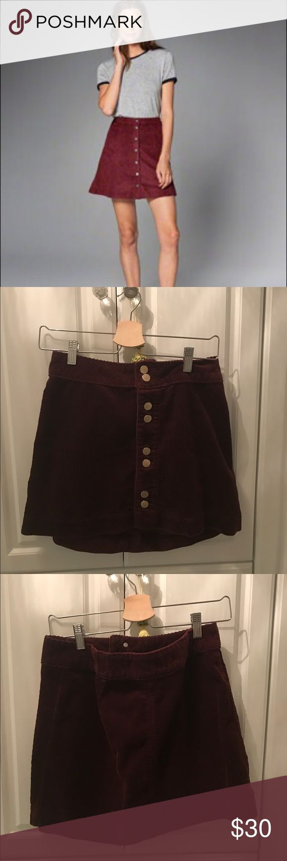 Abercrombie and Fitch SKIRT This burgundy/red skirt from Abercrombie and Fitch Fitch as a size medium. It is super comfortable and easy to walk around in. It is in great condition and has never been worn. Abercrombie & Fitch Skirts
