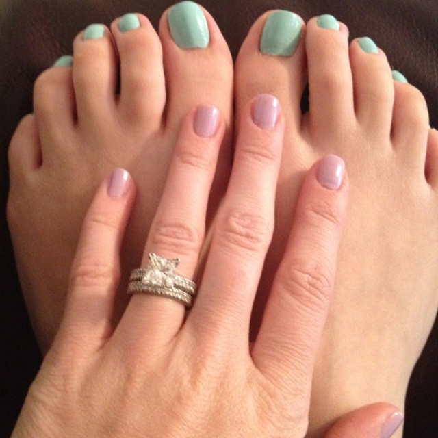 Lilac fingers and mint toes