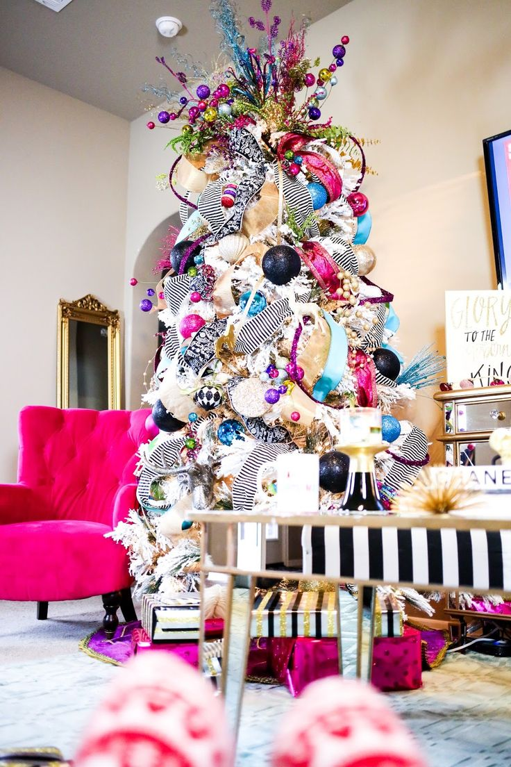 best 25 colorful christmas tree ideas on pinterest. Black Bedroom Furniture Sets. Home Design Ideas