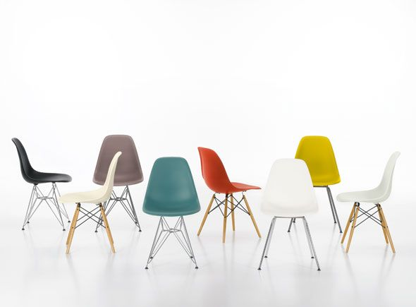 Eames chairs: Eames Chairs, Eames Plastic, Dining Chairs, Plastic Side, Furniture, Ray Eames, Design, Side Chairs