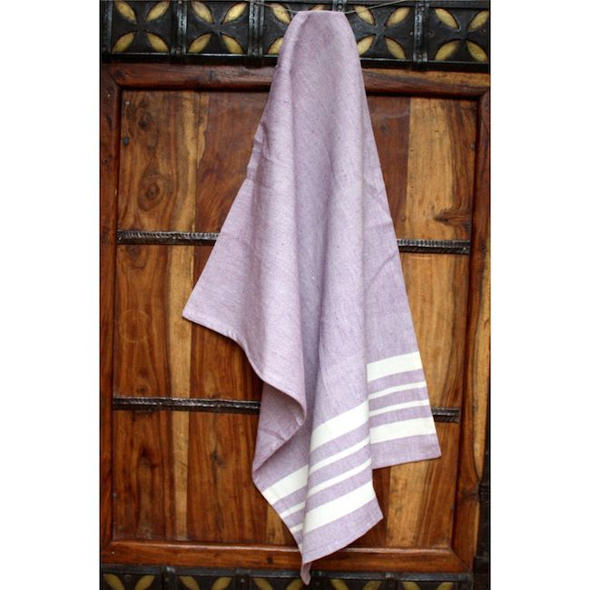 Woven by hand on a traditional loom in India. Absorbent and machine washable, this towel is a must-have in the kitchen. It also has a loop for handy hangin