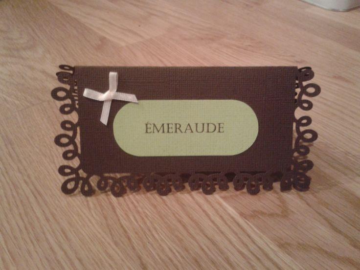 Etiquette nom de table ou nom des invités vert anis et chocolat www.lababyshowerdemaman.fr
