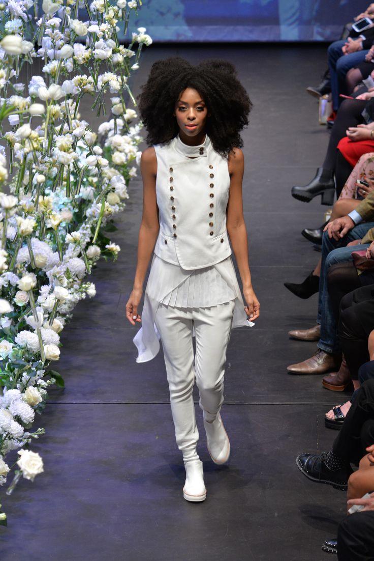 Bettjemans 70's Inspired big hair for Trelise Cooper's 'Theatre of Fashion' 2015. #trelisecooper #runway #Bettjemans #lorealpronz ©royemersonphotography