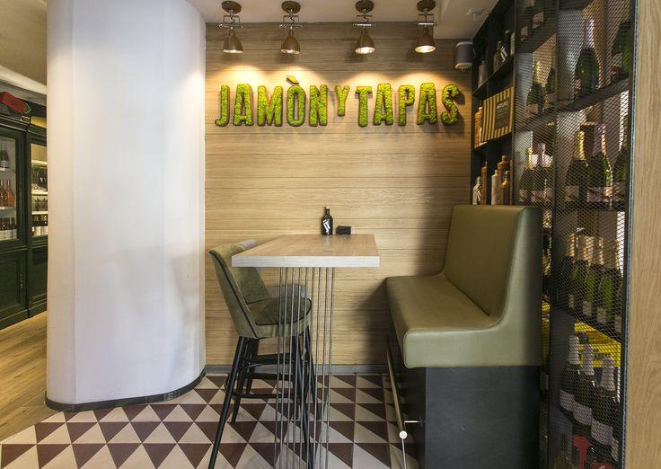Moss Identity Restaurante Jamón y Tapas #logotipo #verde #green #liquen #lichen #letrascorporeas #branding #restaurantdecor #restaurantdesign
