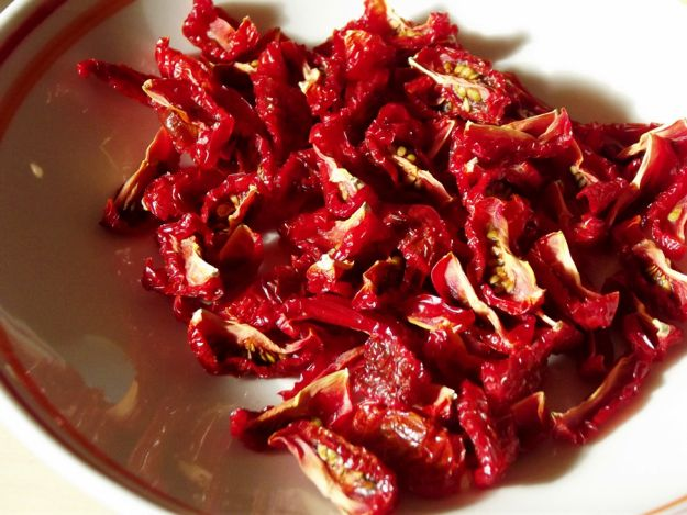 Dried tomatoes - requires a dehydrator, not actually doable in oven (honest Pinterest description, however).