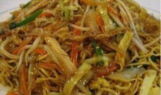Nouilles au poulet et pate de curry vert