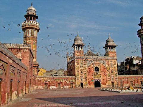 Masjid Wazir Khan Pakistan. Foto oleh Guilhem Vellut. http://masbadar.com/100-gambar-foto-masjid-masjid-terkenal-dan-terindah-di-dunia-bag-02/