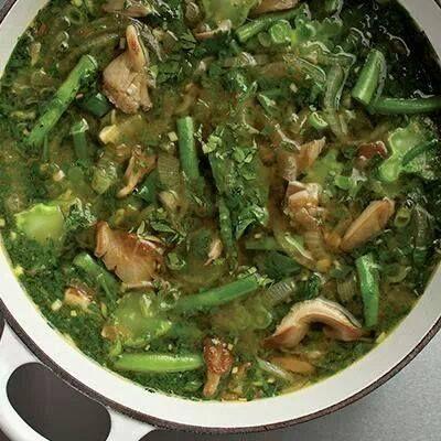 Hier zeigen wir euch ein Rezept für einen gesunden und leckeren Bohneneintopf. Zutaten: 1 Teller Frische Pilze 1 Bund Petersilie 1/2 Kilo Grüne Bohnen 2 Zwiebeln 1 Bund Geschnittener Spinat 200 – 250 Gramm Brokkoli Zubereitung: Das Gemüse putzen, waschen und mit der Zwiebel in Olivenöl dünsten. 6 Knoblauchzehen mit Salz und Koriander zu Brei... Weiterlesen