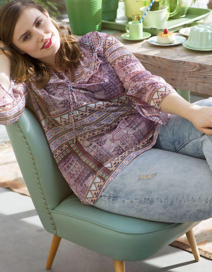Paarse blouse met driekwart mouwen en een ronde hals met koordjes. #missetam