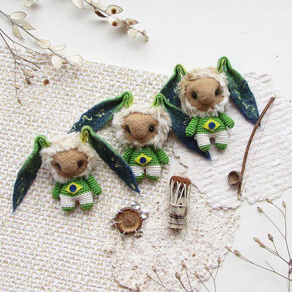 Бразильские Зайцы-капоэристы с беримбау, атабаке и пандейру. Танюша, спасибо тебе за заказ :-) Делать этих ушастых было очень приятно и весело :-) Бразилия кроется даже в ушах, заметили?    #любоидорого #luboidorogo #feltedtoy #felteddoll #doll #wooltoy #craft #handmadetoy #felt#felttoy #gifttoy #giftideas #weamiguru #amigurumi #кукла#doll #handmade #ручнаяработа #идеяподарка #crochet#интерьернаякукла#interior #кролик#заяц#rabbit#hare#capoeira#brasil