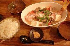 沖縄県糸満市に沖縄南部で最強との呼び声が高い食堂があります その食堂とは糸満漁民食堂 地元の新鮮な魚を使用した料理が食べられるお店です ここでのおすすめはまーす煮 魚のダシが良く効いていて美味しいんです おすすめの食堂です tags[沖縄県]