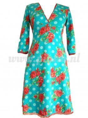 Lichtblauwe jurk met rozen :-)