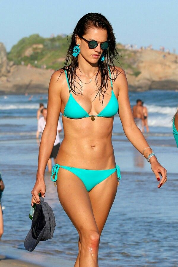 Alessandra Ambrosio Proved That Shes Staying Fit While In Rio De Janeiro BR